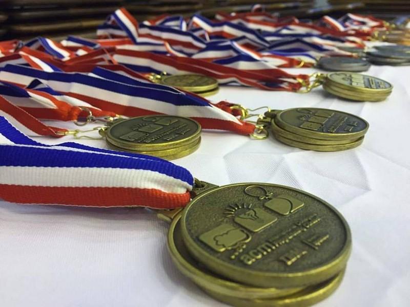 圣光机的学生是在ACM ICPC国际大学生程序设计竞赛中银奖获得者!