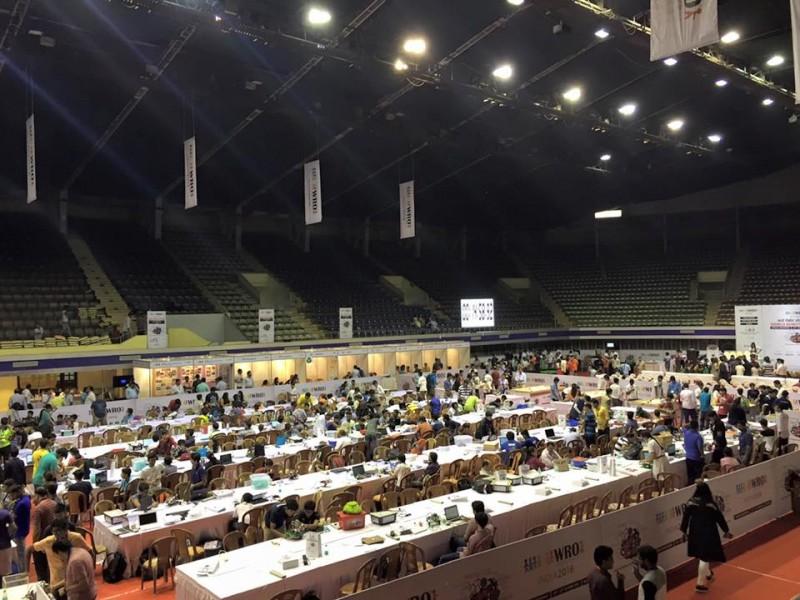 圣光机(ITMO University)联队在全世界机器人技术欧林匹克竞赛中分别居于第二和第四位