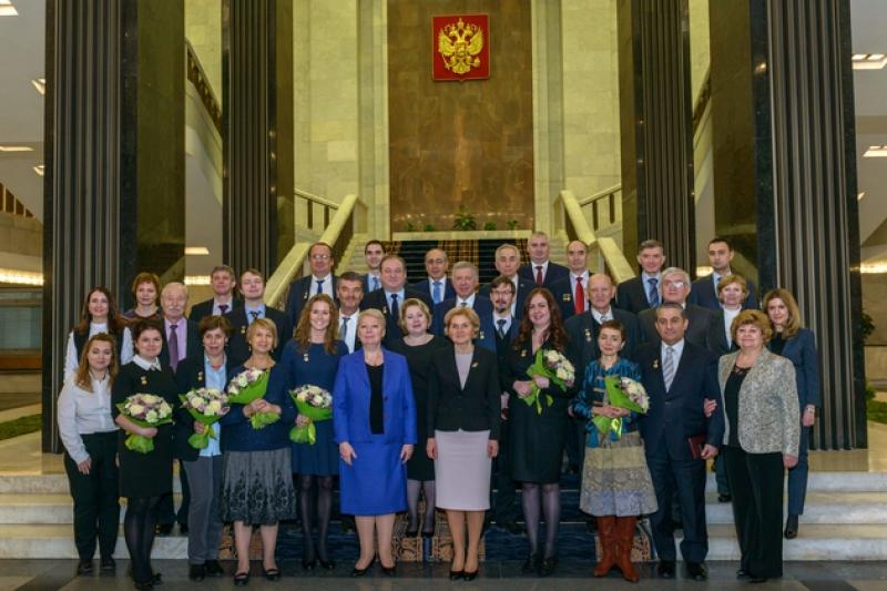 俄罗斯联邦教育与科学部部长Olga Vasilyeva向ITMO University (圣光机)职员给予俄罗斯政府教育奖金