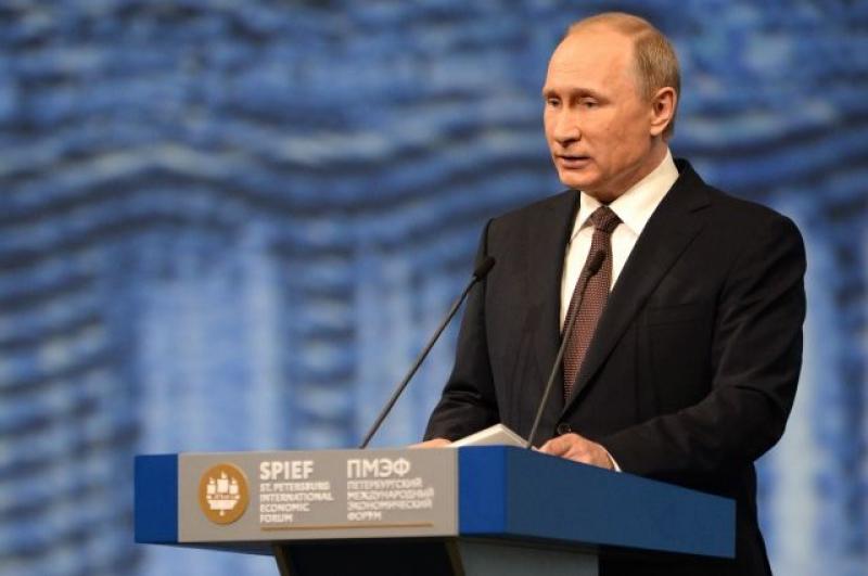 Vladimir Putin在圣彼得堡国际经济论坛上发言中祝贺圣光机大学程序设计师