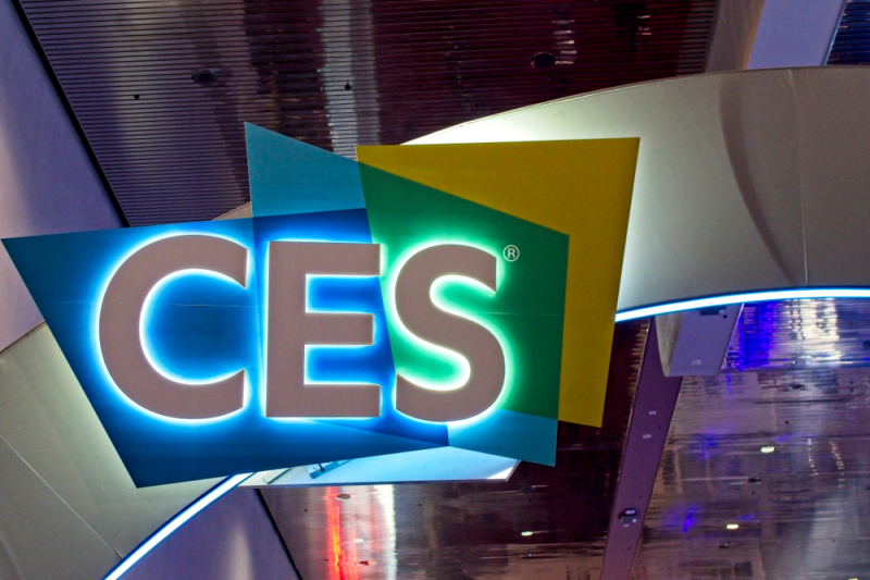 2021年消费电子展上的新奇展品:高科技口罩,  透明屏幕和飞行汽车