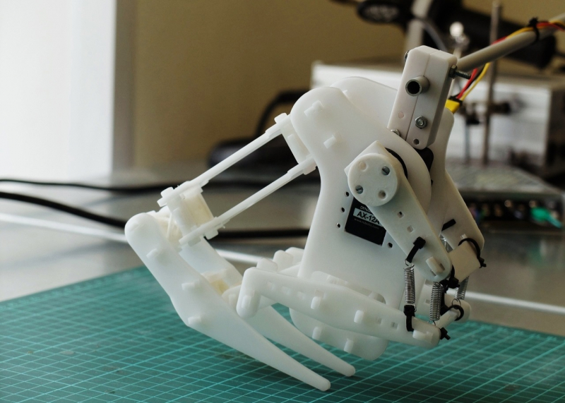 ITMO大学根据形态学设计原理制作了一个弹跳机器人