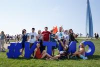 来自俄罗斯两座城市200多名参与者,外国留学生,诺贝尔奖获得者与ITMO大学校长共同参加第九届自行车游行